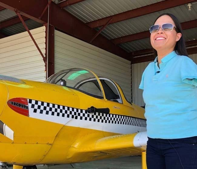 تصاویری از بهترین خلبان زن جهان که دست ندارد !!!